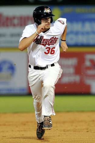ValleyCats' Jamie Ritchie sprints to third during their baseball game against the Tigers on Thursday, Sept. 4, 2014, at Bruno Stadium in Troy, N.Y. (Cindy Schultz / Times Union) Photo: Cindy Schultz / 00028411A