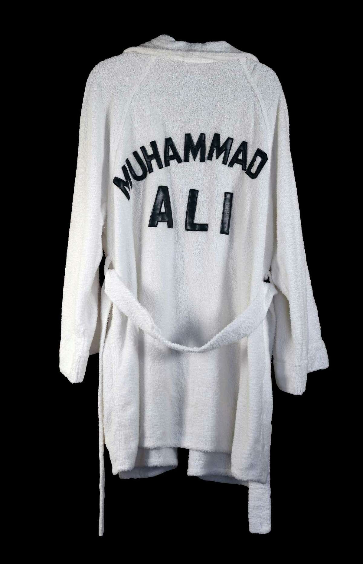 A collection of outlaw country singer Waylon Jennings' belongings will go on public auction on Sunday, including boxing legend Muhammad Ali's robe.