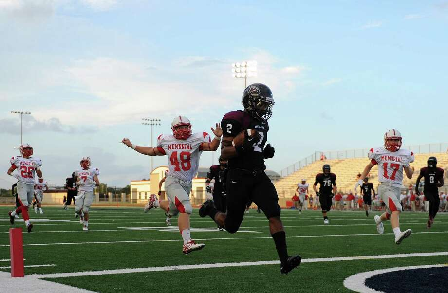 Pearland running back JaColbie Butler (2) scores his first touchdown of three in the first half past Memorial linebacker Trace Saha (48) during the first half of a high school football game, Friday, September 5, 2014, at The Rig in Pearland, TX. Photo: Eric Christian Smith, For The Chronicle / 2014 Eric Christian Smith