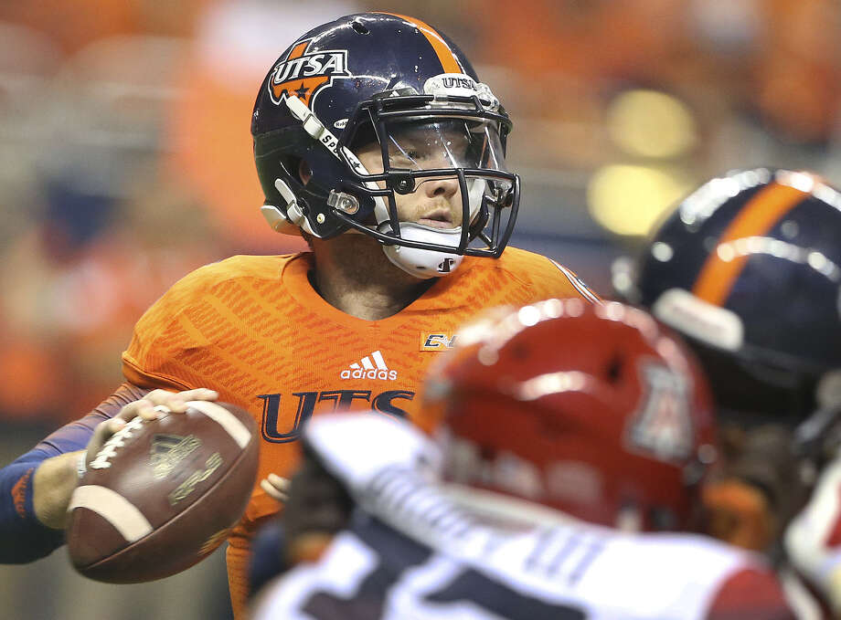UTSA's Tucker Carter was 22-of-33 passing for 228 yards with a touchdown and an interception Thursday against Arizona. Photo: Tom Reel / San Antonio Express-News