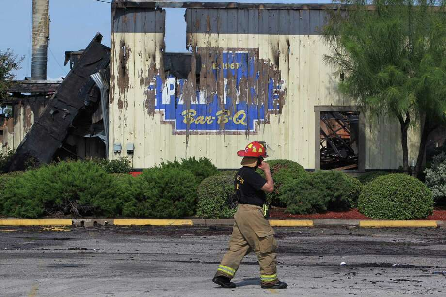 About 3:30 a.m., Houston Fire Department responded to the two-alarm blaze at the Pappas Bar-B-Q on Little York near U.S. Highway 59. Photo: James Nielsen, James Nielsen / Houston Chronicle / Houston Chronicle 2011