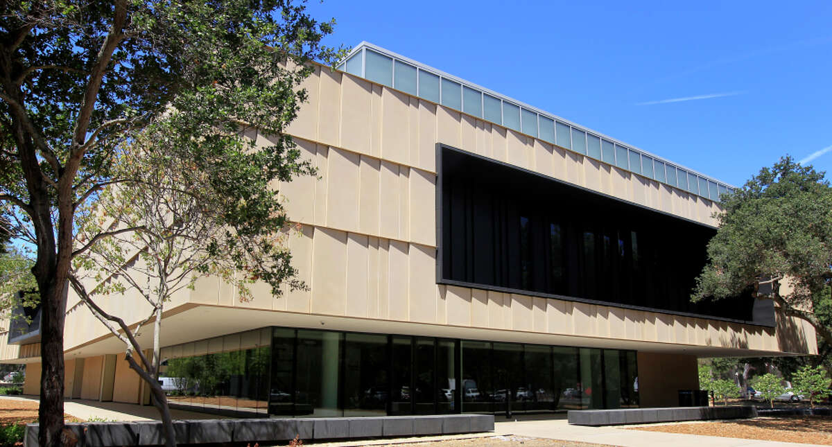 This new building at Stanford University now houses the Anderson Collection of postwar American art at Stanford University, a gift of 121 pieces from Harry W.