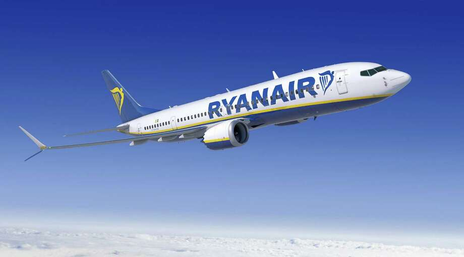 A 737 MAX 200 is shown in Ryanair livery in this artist's depiction. Photo: Boeing Graphic, The Boeing Co. / Copyright © 2014  Boeing. All Rights Reserved.