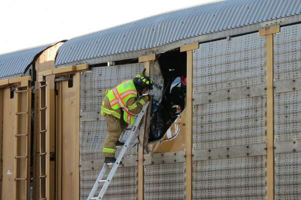 2 killed in plane crash at Selkirk rail yard