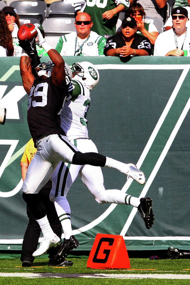 EAST RUTHERFORD, NJ - SEPTEMBER 07:   James Jones #89 of the Oakland Raiders catches a touchdown over Darrin Walls #30 of the New York Jets during the fourth quarter at MetLife Stadium on September 7, 2014 in East Rutherford, New Jersey.  (Photo by Ed Mulholland/Getty Images) Photo: Ed Mulholland / Getty Images / 2014 Getty Images