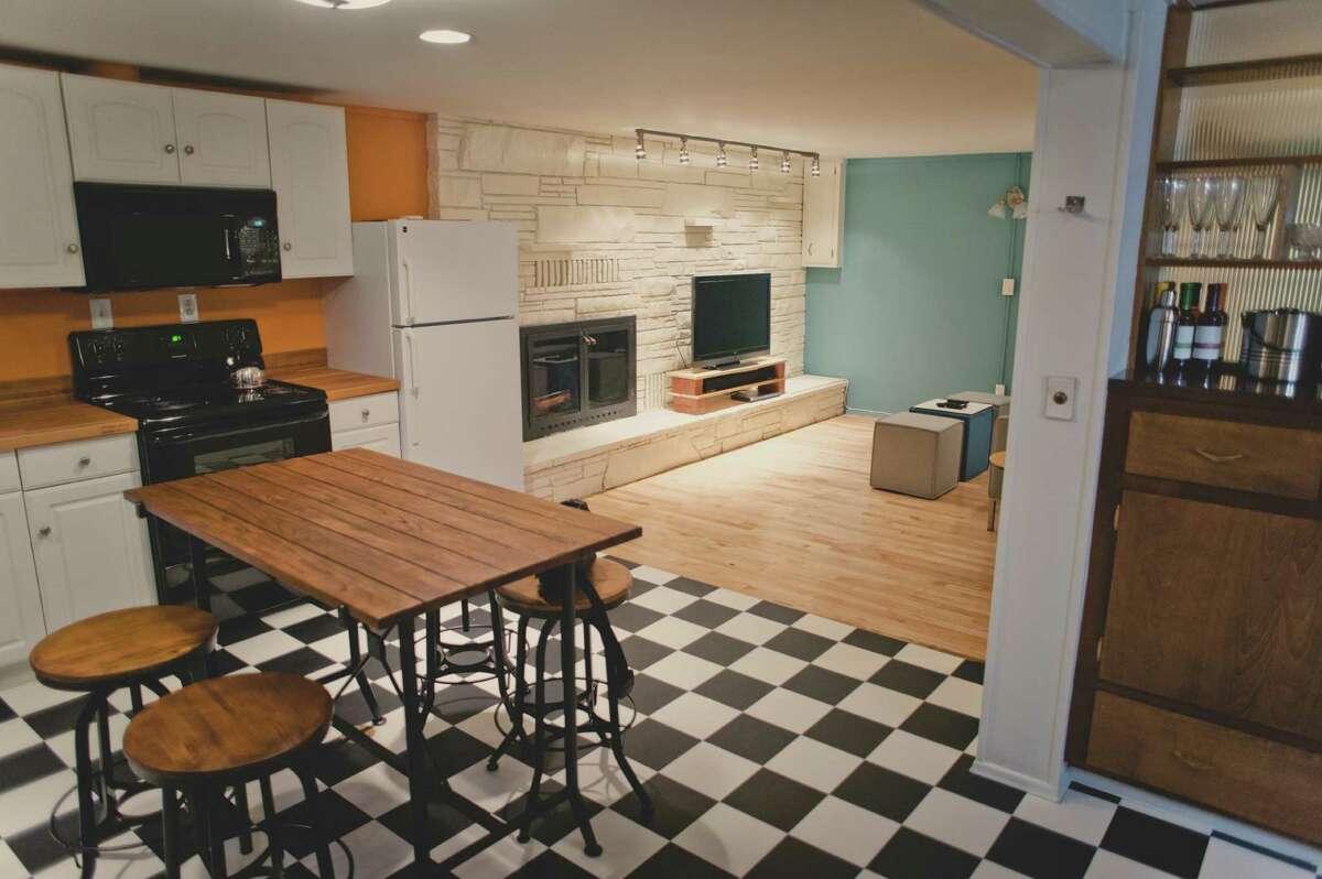 This Phinney Ridge apartment has mid-century modern flair.