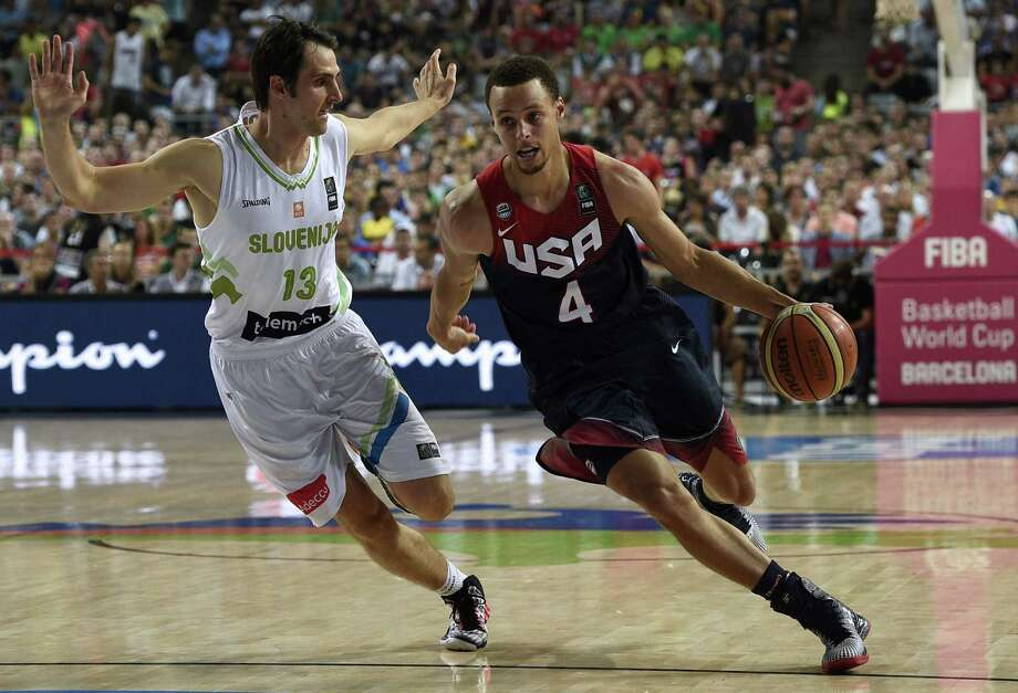 Stephen Curry vies with Slovenia's guard Domen Lorbek during the 2014 FIBA World basketball championships quarter-final match Slovenia vs USA at the Palau Sant Jordi arena in Barcelona in September 2014. Photo: LLUIS GENE, Staff / AFP/Getty Images / AFP