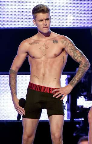 Justin Bieber performs at Fashion Rocks 2014 on September 9, 2014 in New York, United States. Photo: Jeff Kravitz, Getty Images / 2014 Jeff Kravitz