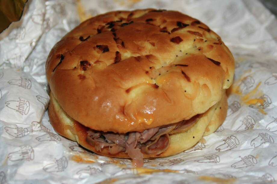 Beef 'n Cheddar Classic Sandwich, 450 calories. Photo: ChildofMidnight, Wikimedia Commons