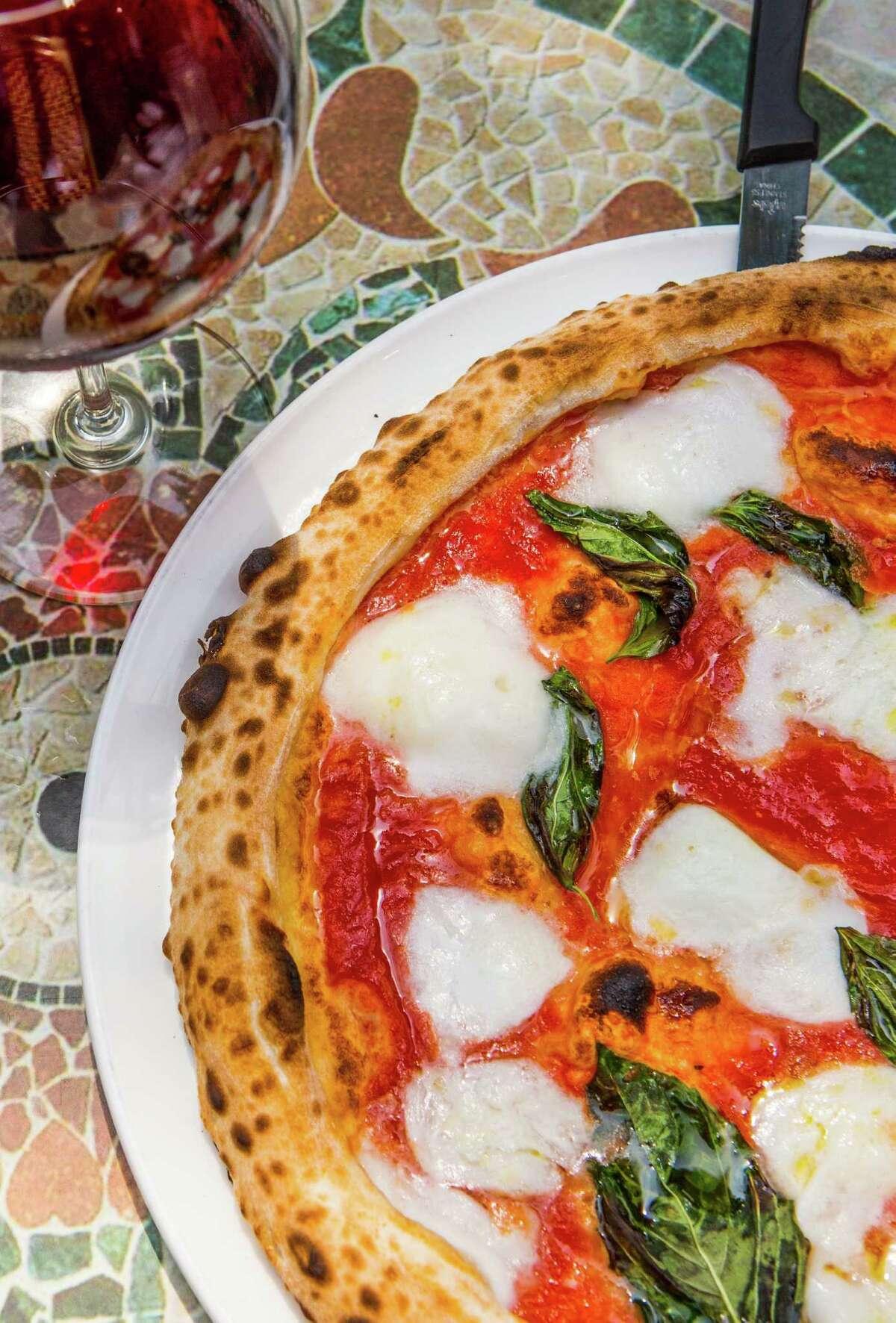 Dolce Vita's pizza margherita, photographed, Sunday, July 20, 2014, in Houston. ( Nick de la Torre )