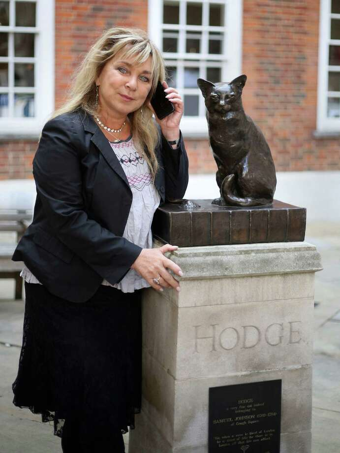Actress Helen Lederer poses next to a statue of Hodge, one of writer Samuel Johnson's cats, in central London. She provided the voice of merchant and politician Dick Whittington's cat. Photo: Philip Toscano, SUB / PA