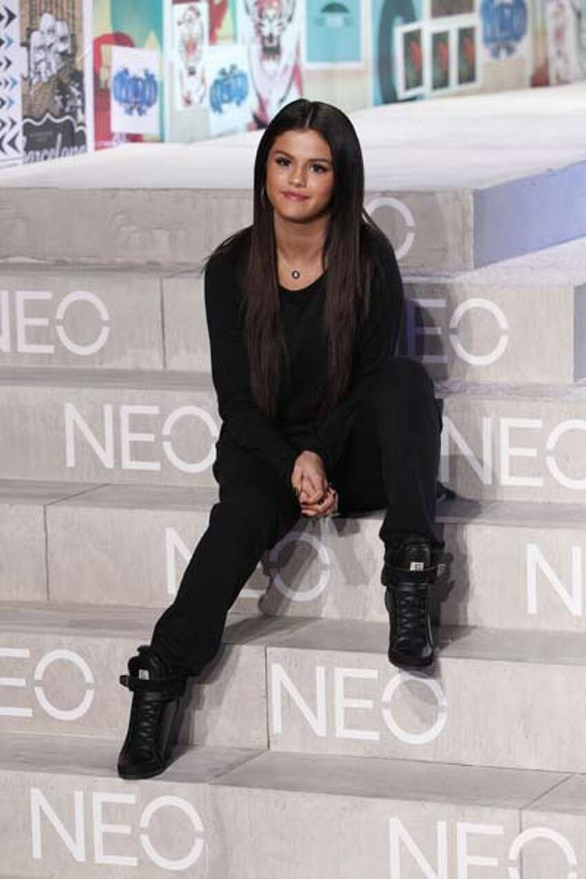 Selena Gomez But you can usually see the 20-something wearing a very youthful straight hair look.
