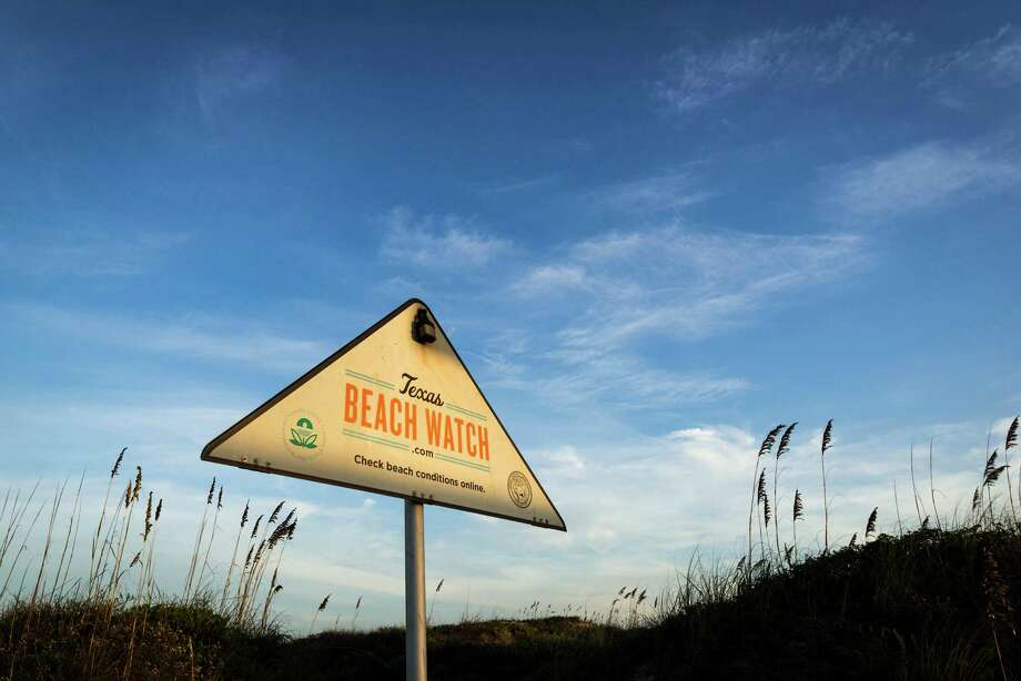Every week the Texas General Land Office reports on the fecal and bacteria levels at Texas' most popular beaches. Click forward for the latest reports from Texas Beach Watch. Photo: Smiley N. Pool, Houston Chronicle / © 2014  Houston Chronicle