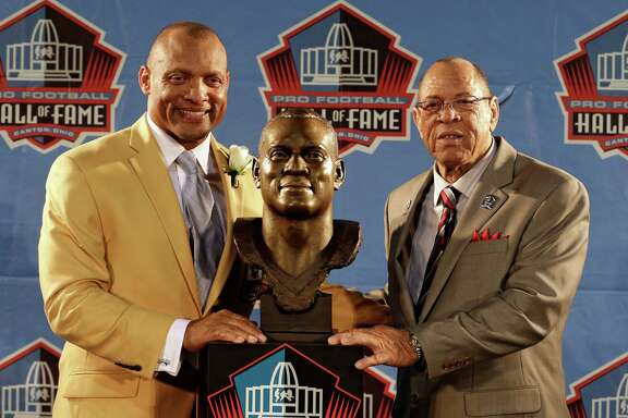 Hall of Fame inductee Aeneas Williams, left, poses with his presenter Lawrence Williams, his father, during the 2014 Pro Football Hall of Fame Enshrinement Ceremony at the Pro Football Hall of Fame Saturday, Aug. 2, 2014, in Canton, Ohio. (AP Photo/Tony Dejak)