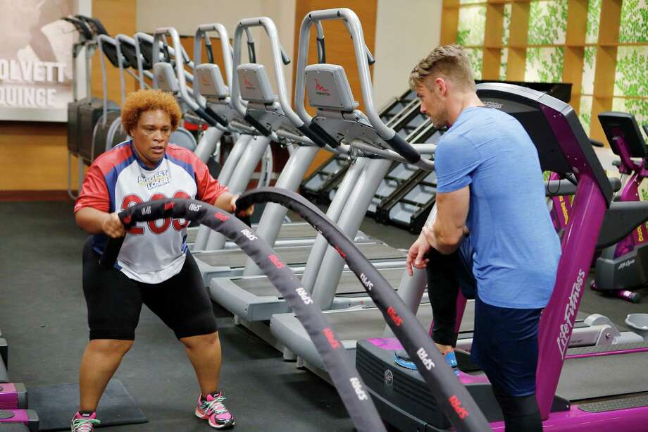"Zina Garrison works out with Jessie Pavelka on ""The Biggest Loser."" Photo: NBC / 2014 NBCUniversal Media, LLC"