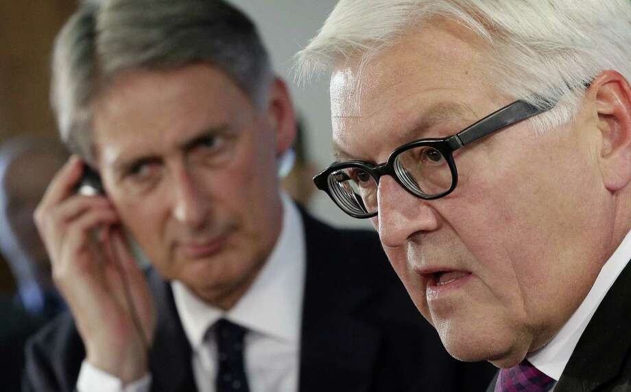 German Foreign Minister Frank-Walter Steinmeier (right), and his counterpart from Britain, Philip Hammond, address Mideast strategy. Photo: Michael Sohn / Associated Press / AP