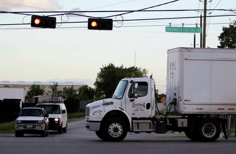 A set of industry proposals could allow bigger, heavier trucks on the roads. Photo: Mayra Beltran, Houston Chronicle / © 2014 Houston Chronicle