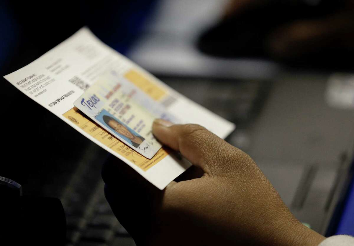 Texas driver license : Unexpired or expired no longer than 60 days at the time of voting. For more info go to votetexas.gov.