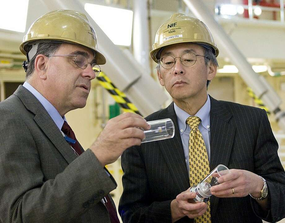 Ed Moses (left), then-head of the National Ignition Facility in Livermore, meets with Steven Chu, then-secretary of the U.S. Department of Energy. Photo: National Ignition Facility