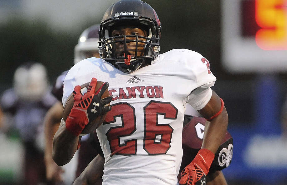 Kristian Drake caught six passes for 146 yards and two touchdowns in New Braunfels Canyon's victory over Marshall on Saturday night at Farris Stadium. Photo: Billy Calzada/ San AntonioExpress-News / San Antonio Express-News