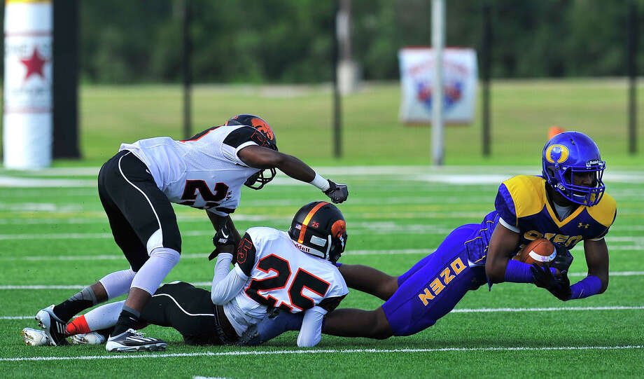 Ozen takes on Port Orange (FL) Spruce Creek in the first game of the Lone Star Classic Saturday at the Butch.  Photo taken Saturday, September 13, 2014 Kim Brent/@kimbpix Photo: KIM BRENT