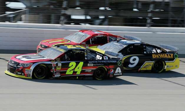 Jeff Gordon (24) drives past Marcos Ambrose (9) and Jamie McMurray (1) during the NASCAR Sprint Cup series auto race at Chicagoland Speedway in Joliet, Ill., Sunday, Sept. 14, 2014. (AP Photo/Nam Y. Huh)  ORG XMIT: ILNH112 Photo: Nam Y. Huh / AP