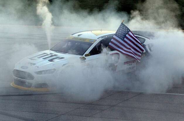 Brad Keselowski (2) celebrates his win with a burnout after winning the NASCAR Sprint Cup series auto race at Chicagoland Speedway in Joliet, Ill., Sunday, Sept. 14, 2014. (AP Photo/Paul J. Bergstrom)  ORG XMIT: ILNH124 Photo: Paul J. Bergstrom / FRE171230AP