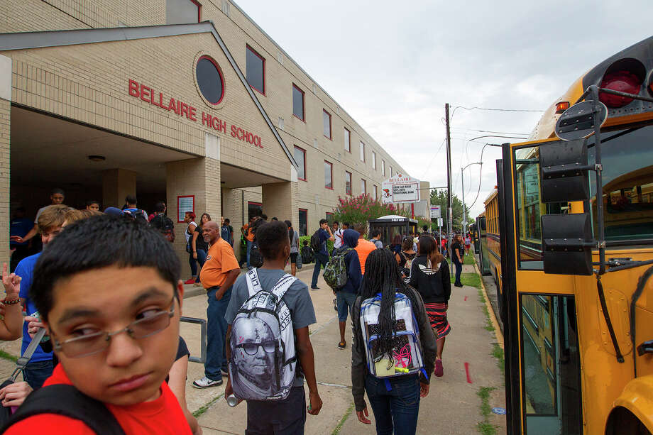 Homeowners around Bellaire High School are expressing concerns about HISD's plans to rebuild the facility, particularly about increased traffic.       Homeowners around Bellaire High School are expressing concerns about HISD's plans to rebuild the facility, particularly about increased traffic.  Photo: Cody Duty, Staff / © 2014 Houston Chronicle