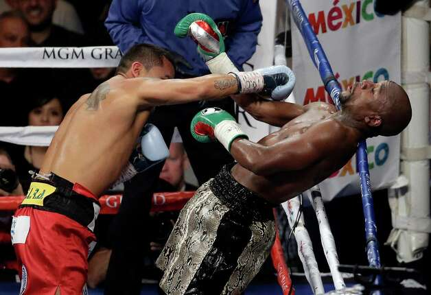 Marcos Maidana punches Floyd Mayweather, right, during their WBA welterweight and WBC super  welterweight title fight, Saturday, Sept. 13, 2014, in Las Vegas. (AP Photo/Chris Carlson) ORG XMIT: NVSM155 Photo: Chris Carlson / AP