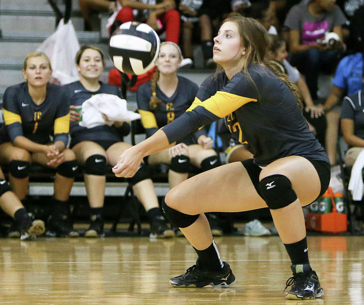 East Central's Madison Simon passes the ball during their match with Steele at Steele on Tuesday, Sept. 9, 2014. MARVIN PFEIFFER/ mpfeiffer@express-news.net