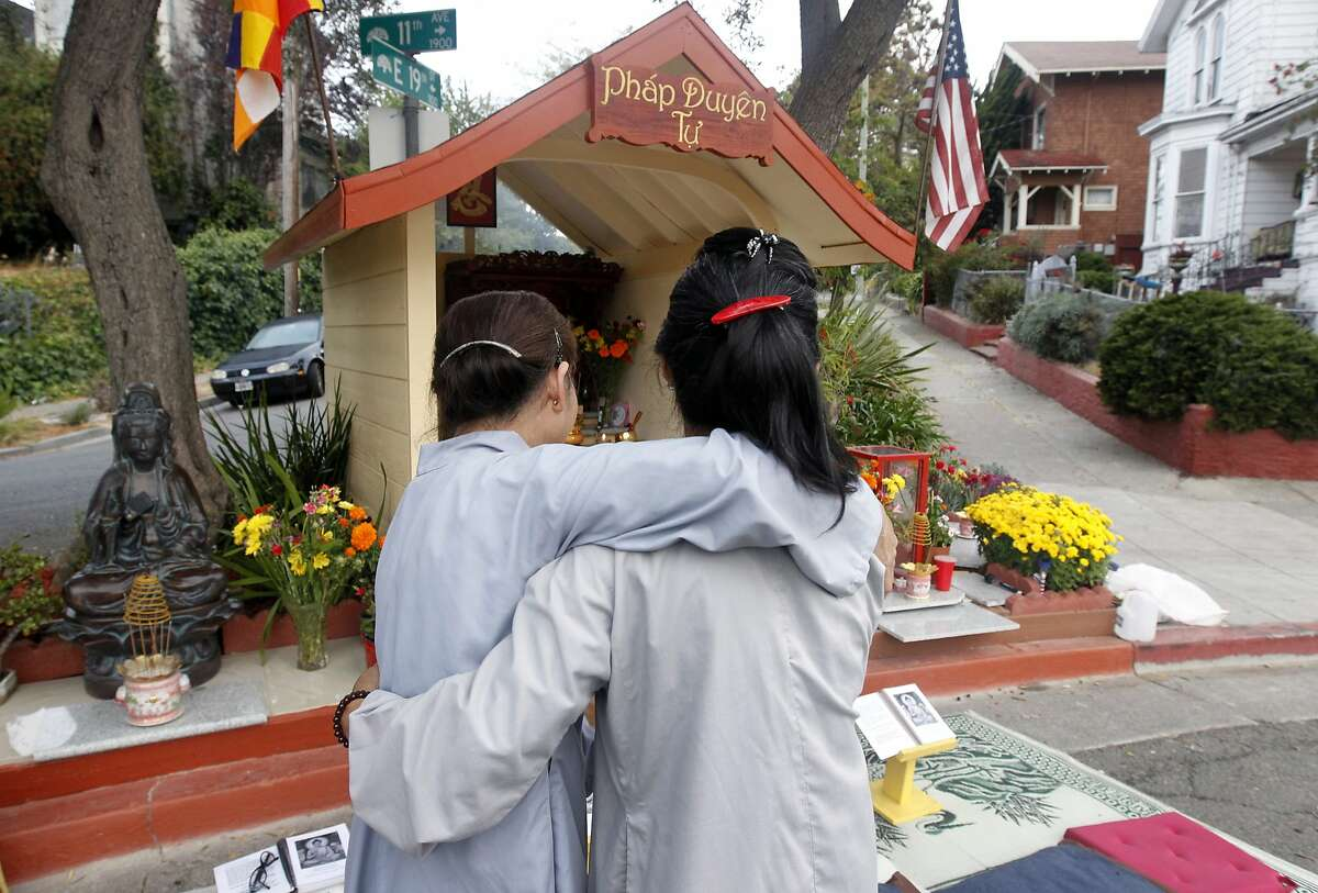 The Oakland Buddha In 2012, non-religious Oakland resident Dan Stevenson purchased a 2-foot-high Buddha statue in the hopes of bringing some peace to the Eastlake neighborhood. And it actually worked. Crime has dropped 82 percent on the block near the statue since 2012, and people are now praying daily at the spot.