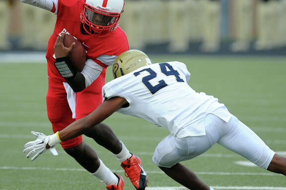 Davidson Daily, right, and the Klein Collins defense did a better job of keeping Bellaire quarterback Trevon Smith's offense under control as the game wore on.
