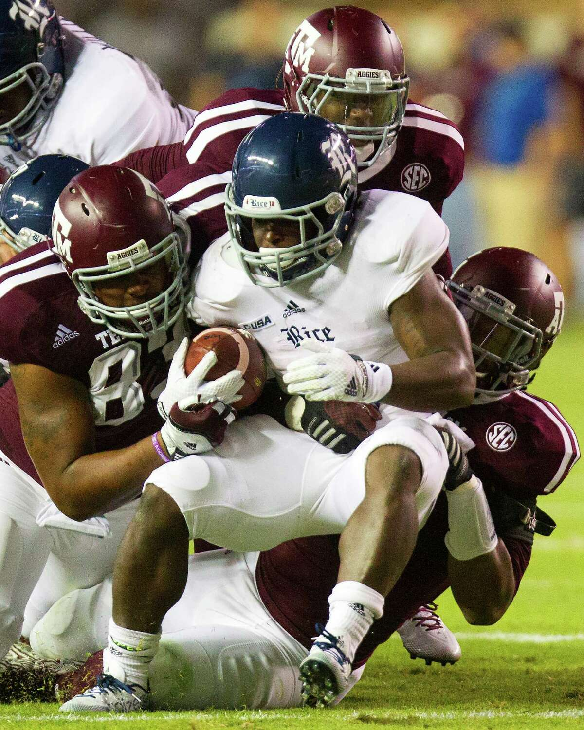 Sophomore Jowan Davis had to work hard for his 86 yards on 23 carries against Texas A&M, part of a 240-yard rushing night for Rice against the seventh-ranked Aggies.