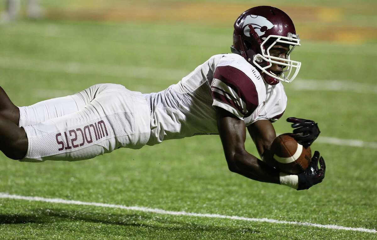 Clear Creek's wide receiver Medric Poole makes a diving catch against Deer Park last week.