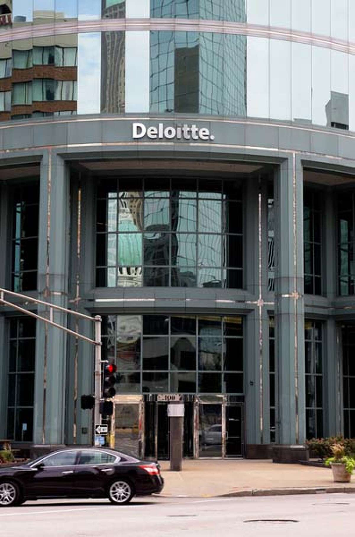 Best companies for working moms and dads Deloitte , a large, international professionals services company that provides functions such as human resources and auditing.