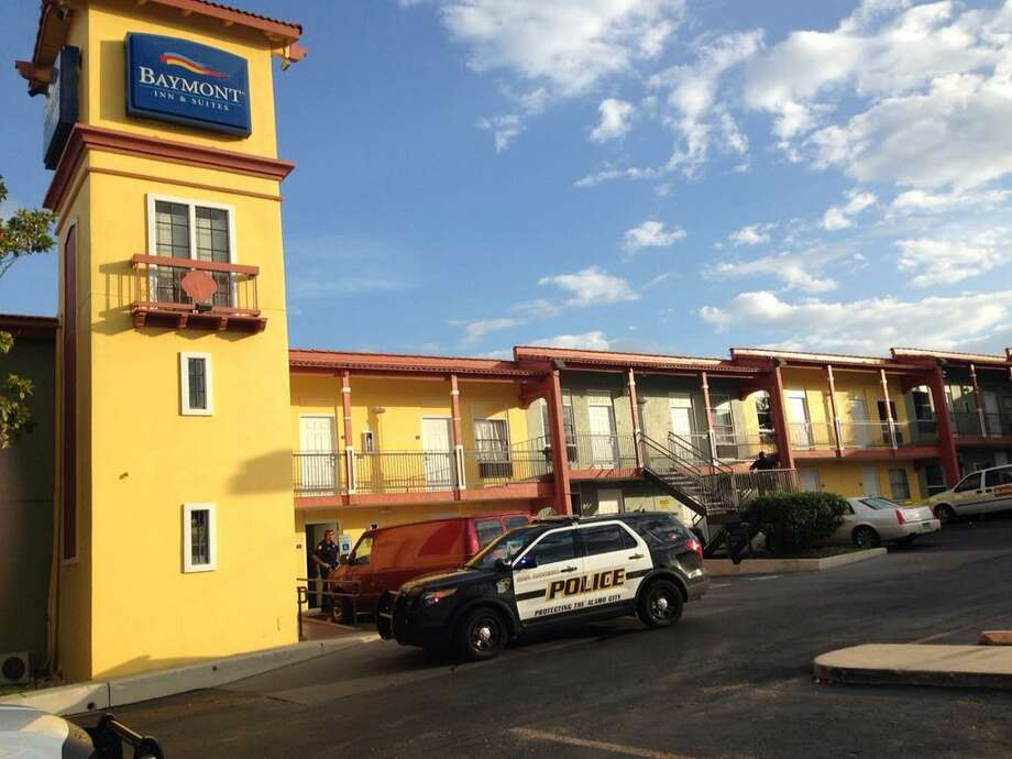 San Antonio Police work the scene of a shooting at the Baymont Inn & Suites in the 9500 block of Interstate 10 West on the Northwest Side on Thursday, Sept. 18, 2014. Photo: Mark D. Wilson/San Antonio Express-News