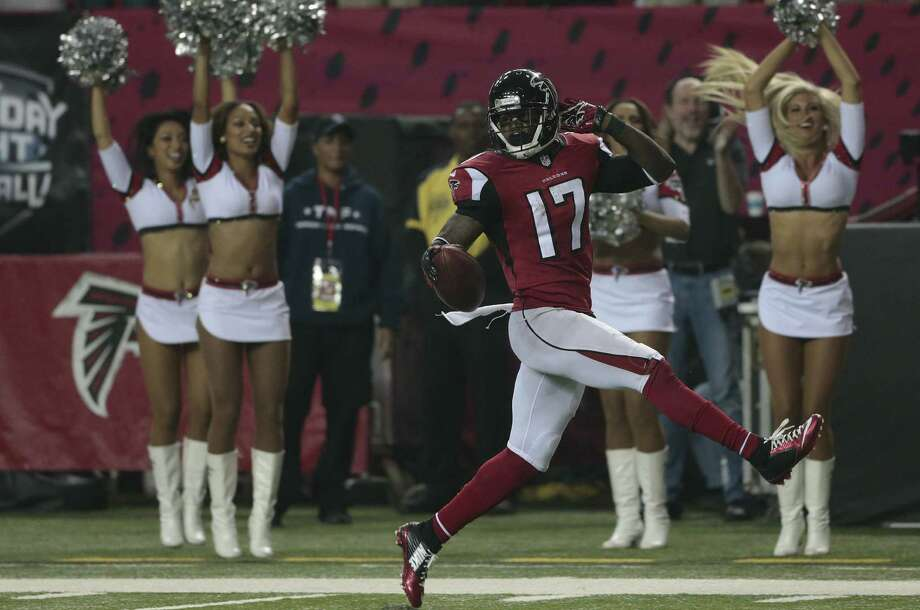 Devin Hester returns a punt 56 yards, his 20th career return score, breaking the NFL record he shared with Deion Sanders. Photo: John Bazemore / Associated Press / AP