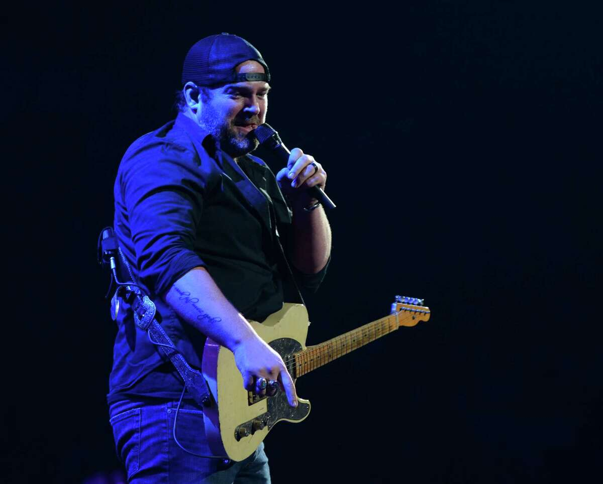 Chris Young and Lee Brice will hit the stage at Foxwoods on Friday. Find out more.