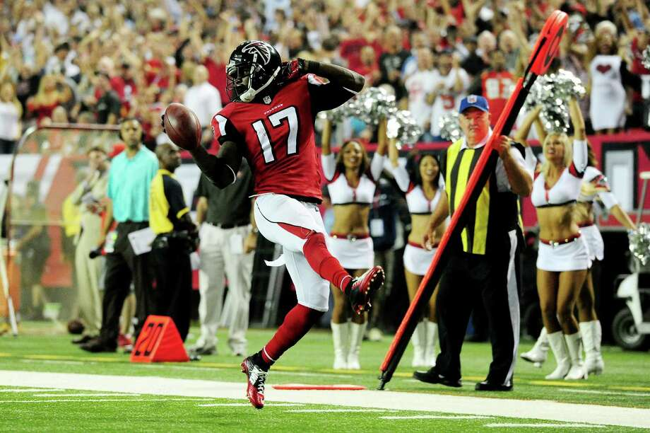 """Devin Hester mimics his """"No. 1 mentor"""" Deion Sanders en route to a 62-yard punt return for a touchdown that broke his tie with Sanders at 19 career return TDs. Photo: Scott Cunningham, Stringer / 2014 Getty Images"""
