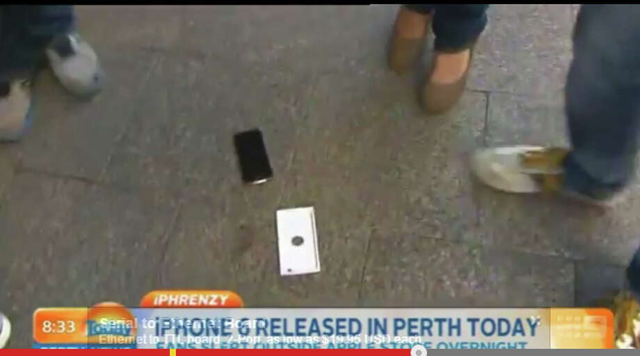 iPhone 6 un-boxing Photo: YouTube