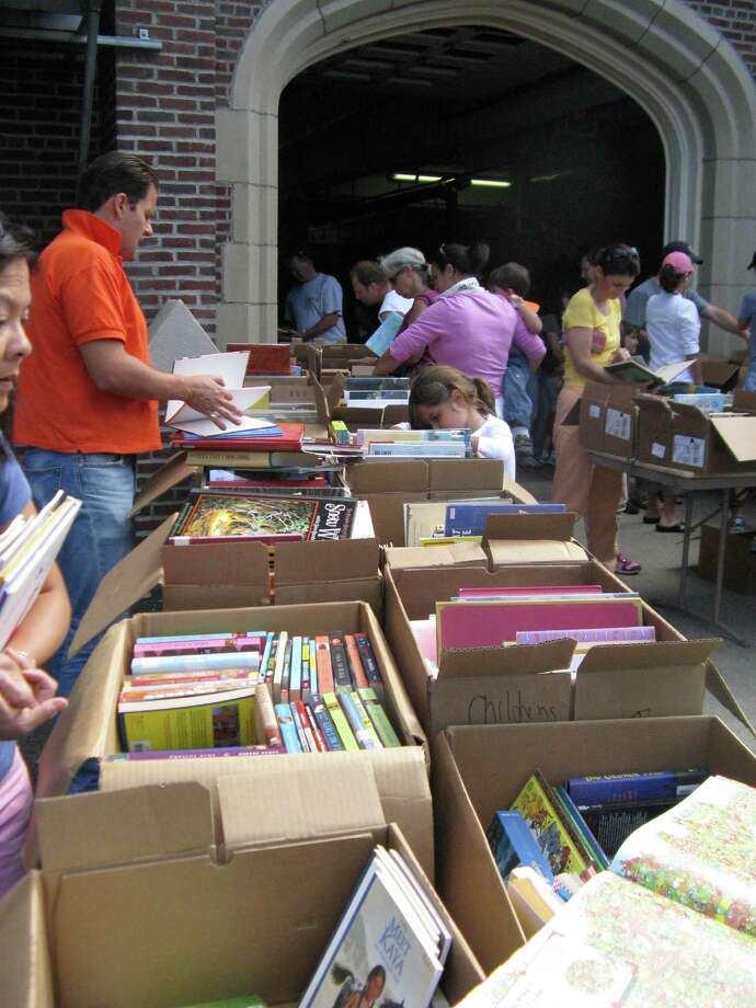 Cos Cob Library will hold its annual book sale and open house today (Saturday) from 1 to 4 p.m. in the library parking lot, at 5 Sinawoy Road. Photo: Anne W. Semmes, ST / Greenwich Citizen