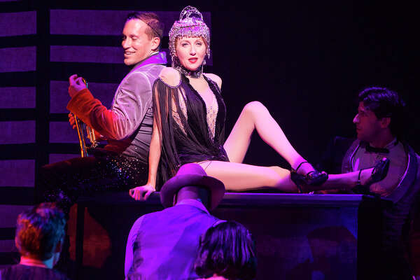 Good Cast Bolsters Uneven Material In Victor Victoria