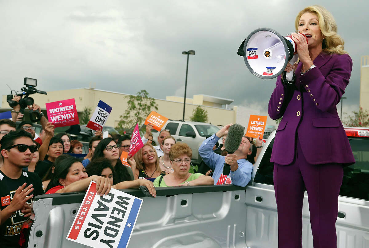 Texas State Sen. Wendy Davis speaks to supporters after the gubernatorial debate with Texas Attorney General Greg Abbott (not pictured) outside the Edinburg Conference Center at Renaissance Friday Sept. 19, 2014 in Edinburg, Tx.