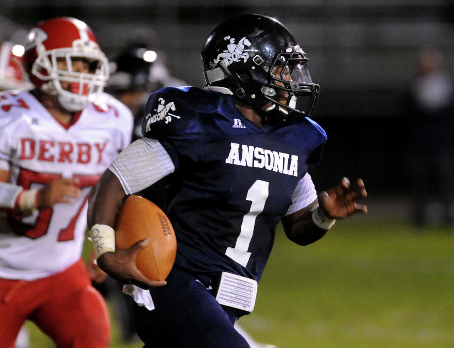 QB McKnight rushed for 2 TDs and threw for another in a 43-8 defeat of Seymour. Bagley rushed for 154 and 3 TDs in the first half. Photo: Christian Abraham / Connecticut Post