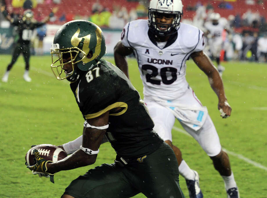 University of South Florida's Rodney Adams (87) heads for a touchdown against UConn, during a football game, Friday, Sept. 19, 2014 at Raymond James Stadium in Tampa, Fla. (AP Photo/Tampa Tribune, Andy Jones)  ST. PETERSBURG OUT; LAKELAND OUT; BRADENTON OUT; MAGS OUT; LOCAL TELEVISION OUT; WTSP CH 10 OUT; WFTS CH 28 OUT; WTVT CH 13 OUT; BAYNEWS 9 OUT; THE TAMPA BAY TIMES OUT; LAKELAND LEDGER OUT; BRADENTON HERALD OUT; SARASOTA HERALD-TRIBUNE OUT; WINTER HAVEN NEWS CHIEF OUT Photo: Andy Jones, AP / Associated Press