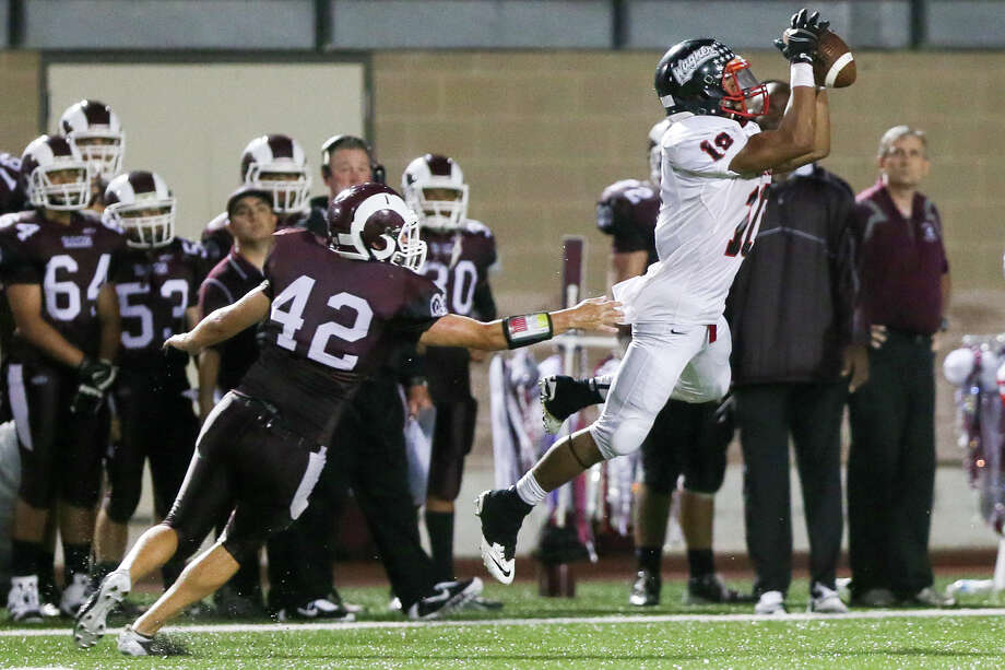 Wagner's Charles Ward (right) catches a pass in front of Marshall's Ryan Peterson during the second half of their game at Farris Stadium on Friday, Sept. 19, 2014.  Wagner beat the Rams 34-14.   MARVIN PFEIFFER/ mpfeiffer@express-news.net Photo: MARVIN PFEIFFER / Express-News 2014