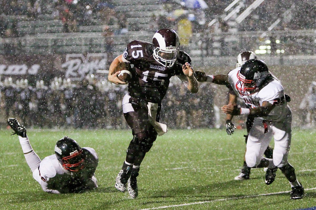 Marshall's Colby Roberts (center) scores on a 15-yard touchdown run in the rain during the first half of their game with Wagner at Farris Stadium on Friday, Sept. 19, 2014. MARVIN PFEIFFER/ mpfeiffer@express-news.net