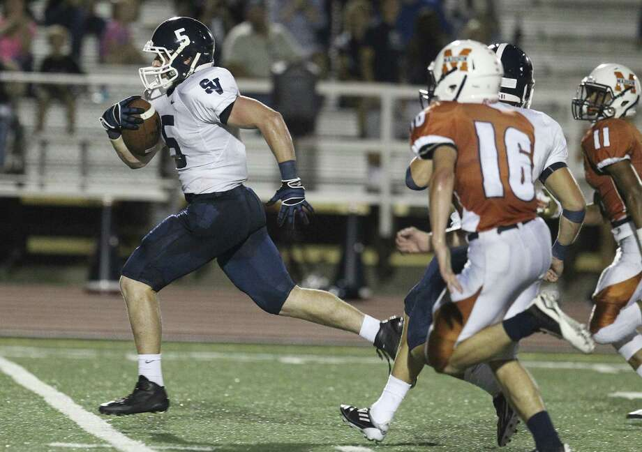 Smithson Valley's Shirl Walter sprints away from Austin Acosta (16) and the rest of Madison's defense for a 67-yard catch-and-run TD in the first half. Photo: Kin Man Hui / San Antonio Express-News / ©2014 San Antonio Express-News