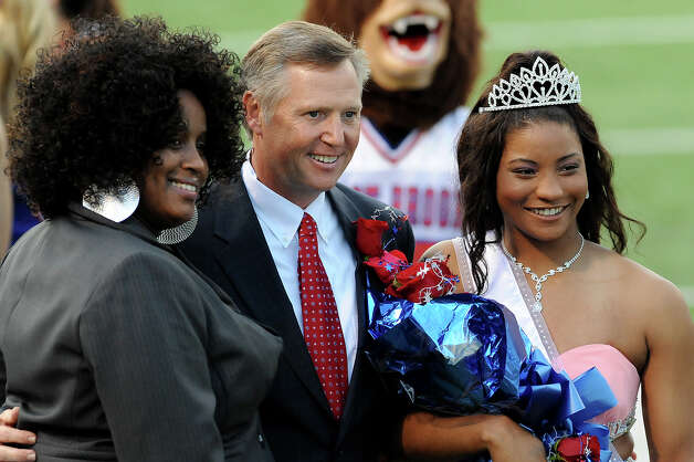 The West Brook Bruin 2014 Homecoming Queen, Mai' Zhare Zeno, poses with her mom and Principal Randall Maxwell at the Carroll Thomas Stadium Friday, Sept 19, 2014. Photo by Drew Loker. Photo: Drew Loker / ©2014. www.DrewLoker.com