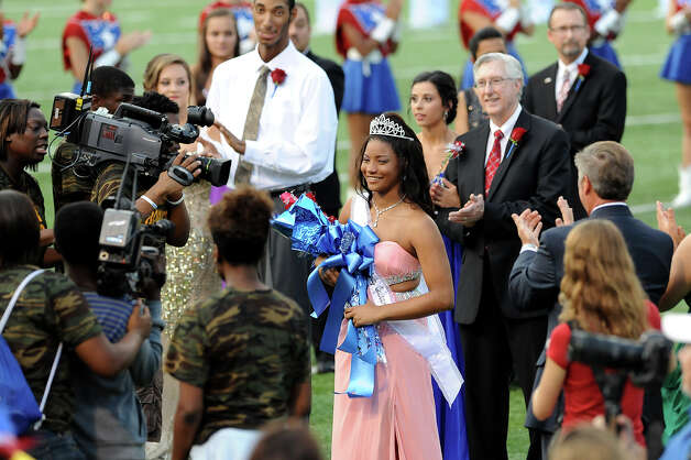 The West Brook Bruin 2014 Homecoming Queen, Mai' Zhare Zeno, is crowned at the Carroll Thomas Stadium Friday, Sept 19, 2014. Photo by Drew Loker. Photo: Drew Loker / ©2014. www.DrewLoker.com